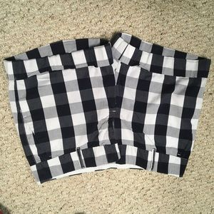 TH size 8 blue and white checkered shorts